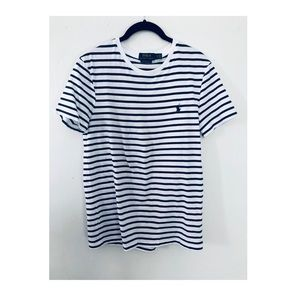 Men's slim fit t shirt. Navy and white stripes.
